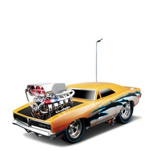 Maisto-RC-118-Scale-Muscles-Machine-Garage-1969-Dodge-Charger-RT-Radio-Control-Vehicle-Colors-May-Vary-0