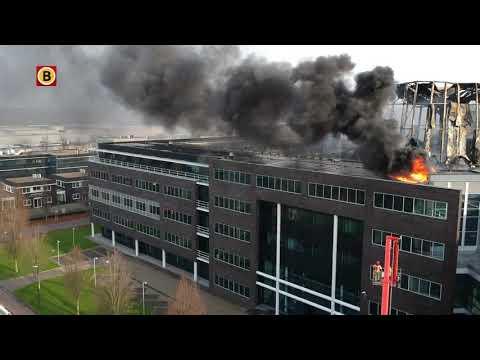 Dronevideo van de verwoesting na de brand bij Prodrive in Son